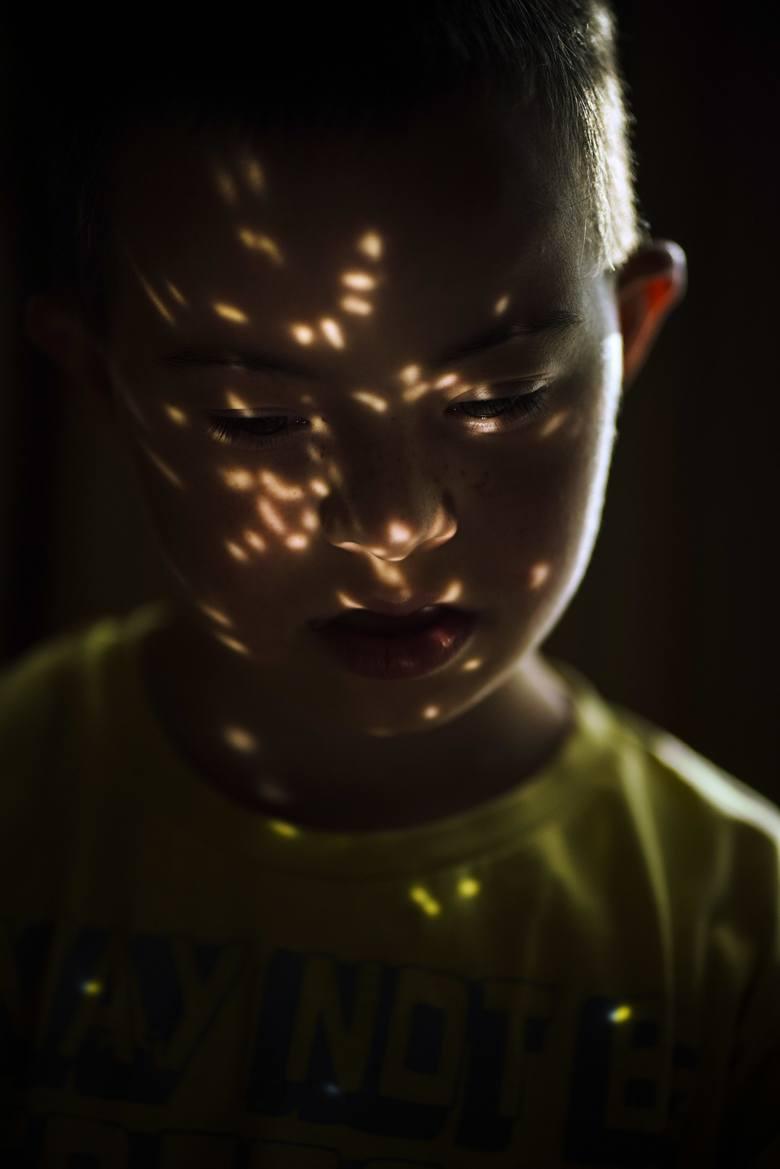 """Grzegorz Dembiński, fotoreporter """"Głosu Wielkopolskiego"""" laureatem Grand Press Photo 2021. Jury doceniło jego """"List do chłopca"""