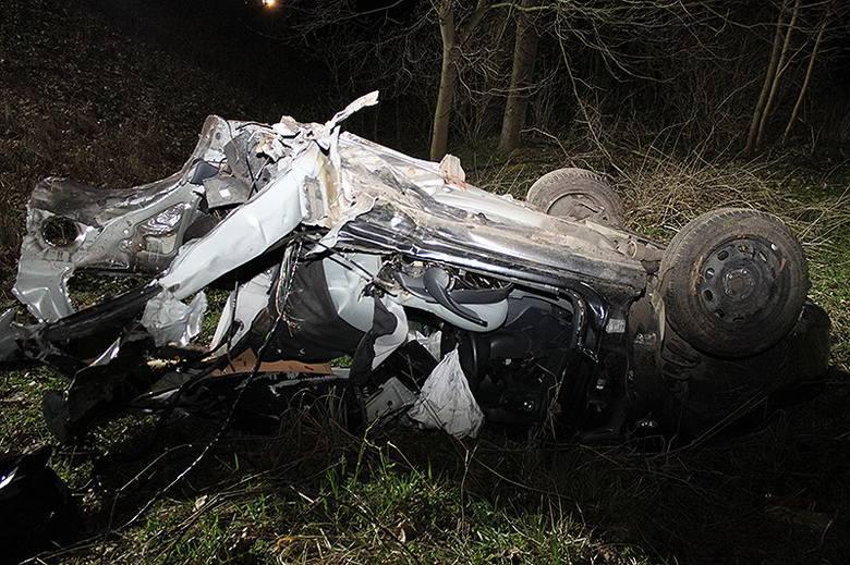 Śmiertelny wypadek koło Choszczna. Kierowca i pasażerowie byli pijani