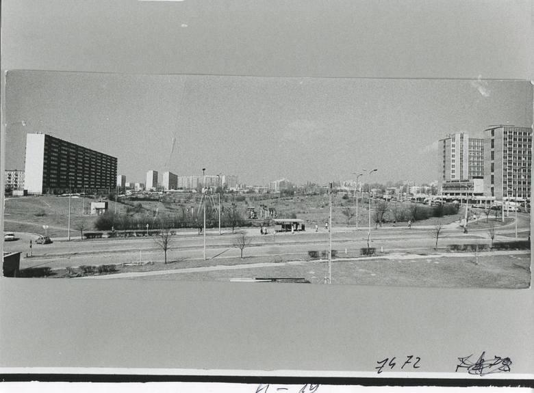 Ulica Filaretów jeszcze bez gęstej zabudowy, która powstała w 1989 roku.