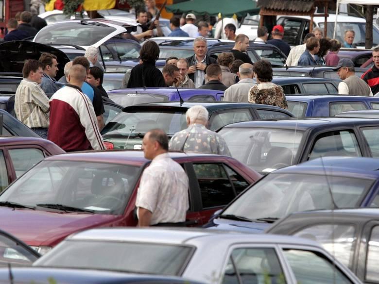 W przedziale 7-10 tysięcy złotych można kupić już przyzwoite auto, którym bez stresu dojedziemy nie tylko do pracy, ale też ruszymy nim w nieco dalszą