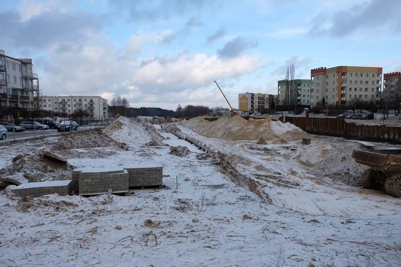 Budowa Trasy Niepodległości przecina białostockie osiedle Leśna Dolina na dwie części. Mimo że prace prowadzone są na całym odcinku, to przed wykonawcą