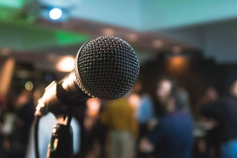 Na zdjęciu: mikrofon podczas koncertu plenerowego
