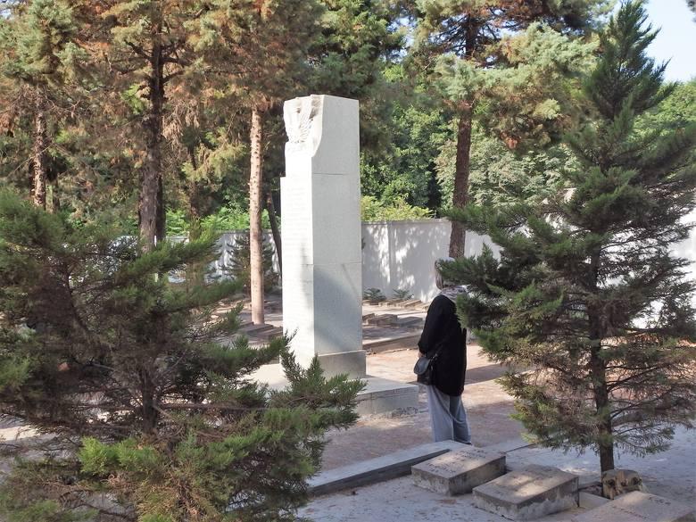 Na cmentarzu polskim w Anzali