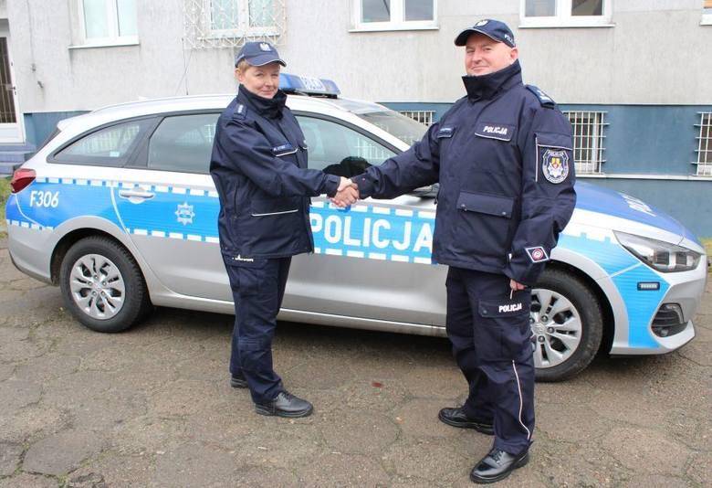 Grzegorz Radzikowski, komendant powiatowy policji w Łowiczu w poniedziałek (10 lutego) przekazał Marzenie Łysio, kierownikowi rewiru dzielnicowych kluczyki