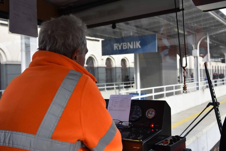 Inwestycje PLK za 370 mln zł usprawniły przewozy pasażerskie i towarowe na Śląsku. Z Rybnika do Żor drezyną w 15 minut! Autem dłużej...