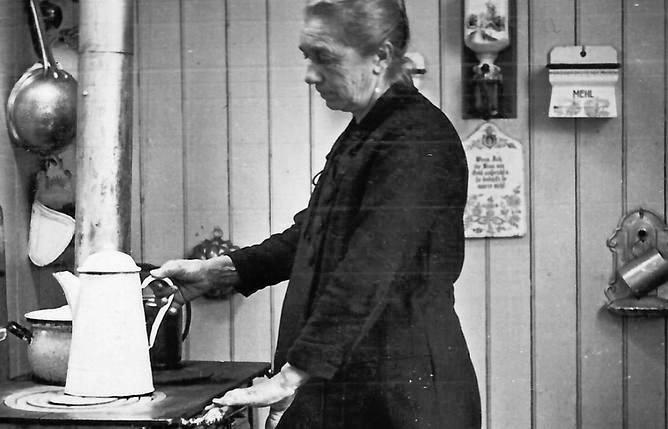 Maria Engelhardt w kuchni na barce Patria. Lata trzydzieste