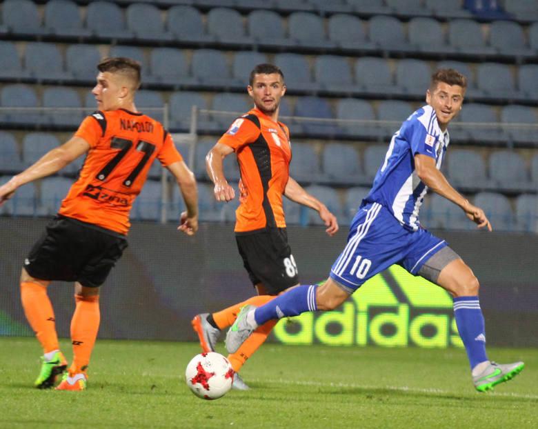 Sezon na zapleczu Ekstraklasy na ostatniej prostej. Trwa zacięta walka o awans do najwyżej klasy rozgrywkowej, której tonu nadaje Miedź Legnica. Za nami