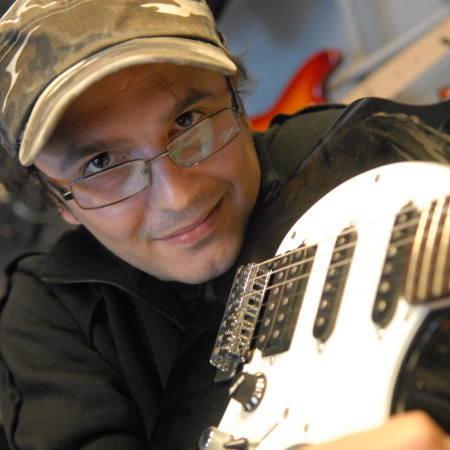 Igor Skzyczewski. Ma 30 lat, zielonogórzanin, z wykształcenia technik dokumentacji budowlanej, od 11 lat kierownik artystyczny zielonogórskiego klubu