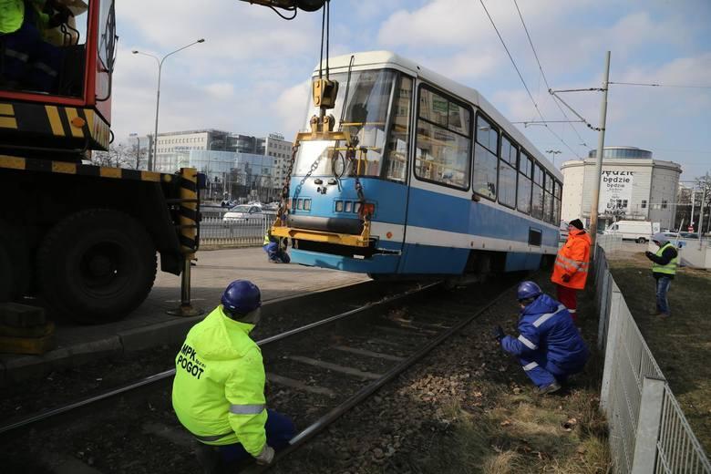 W ciągu ostatnich trzech lat wrocławskie tramwaje wykoleiły się ponad 220 razy. Oto sześć miejsc we Wrocławiu, gdzie w ubiegłym roku najczęściej tramwaje