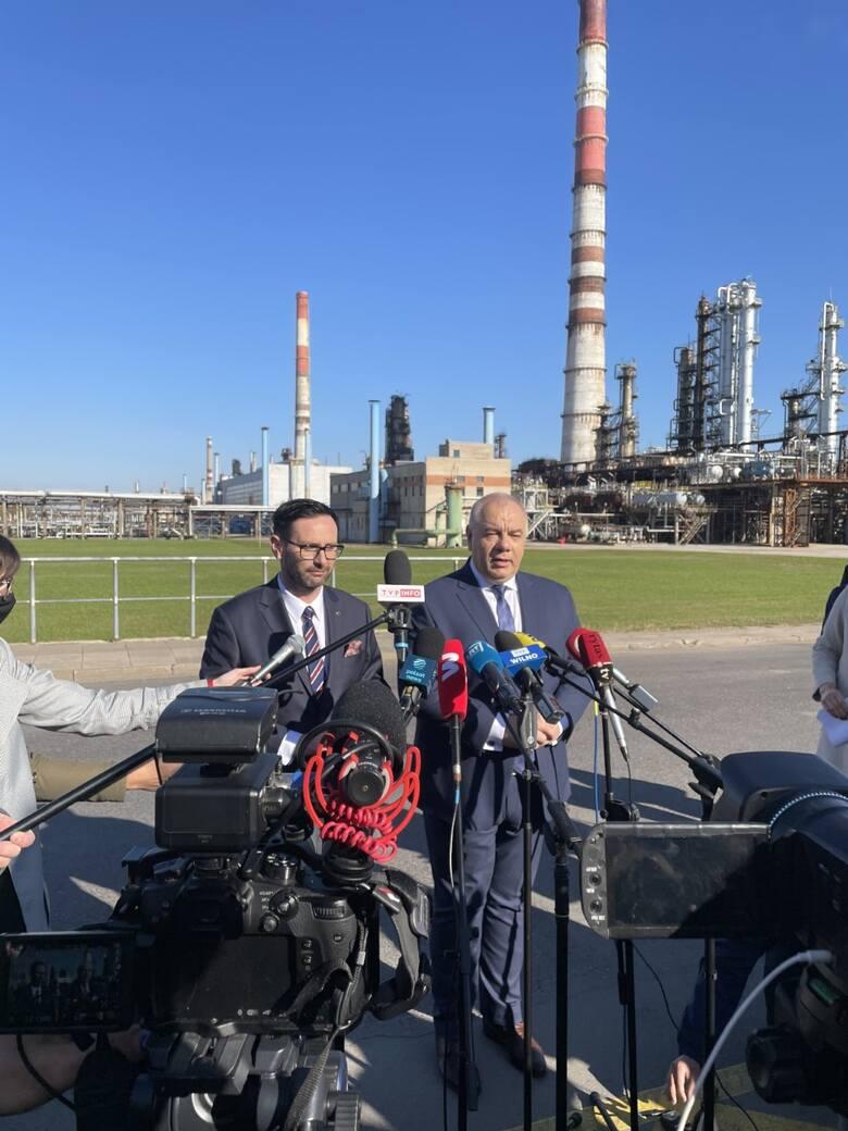 Daniel Obajtek i Jacek Sasin mówią o projekcie w Możejkach