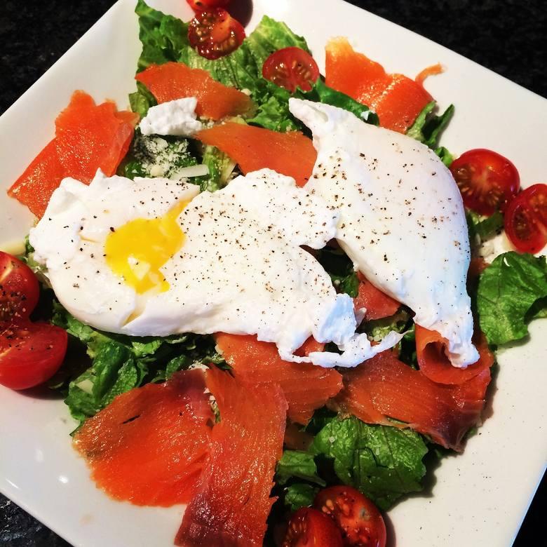 Dieta paleo często wykorzystuje jajka