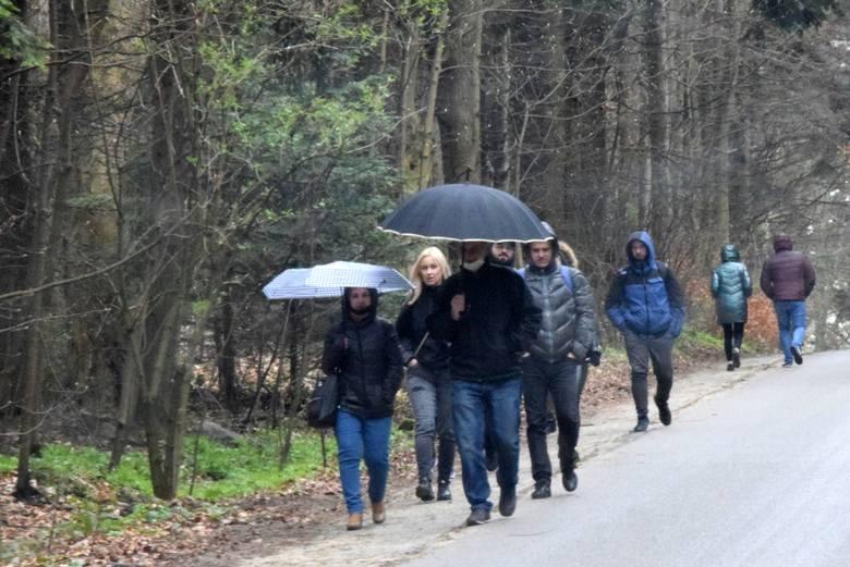 Majówka w Górach Świętokrzyskich. Nie wszyscy turyści przestraszyli się chłodnej aury