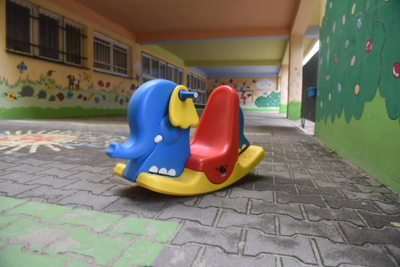 Czy to znaczy, że dzieci mają chodzić do przedszkola rotacyjnie? Nie codziennie? Według jakiego klucza ustalić, czy jedno ma chodzić, a drugie w ogóle
