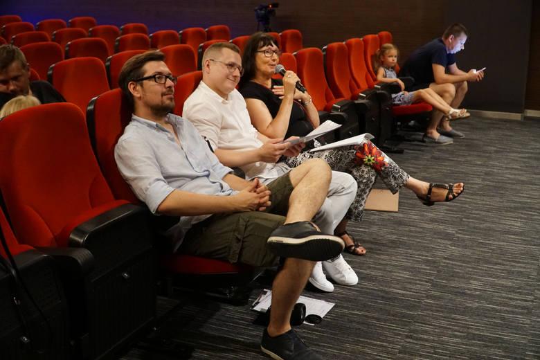 W jury konkursu znaleźli się od lewej: Jakub Długołęcki z DK w Zwoleniu, Łukasz Wnuk z zespołu Silvers i Ewa Bulzacka z DK w Zwoleniu.
