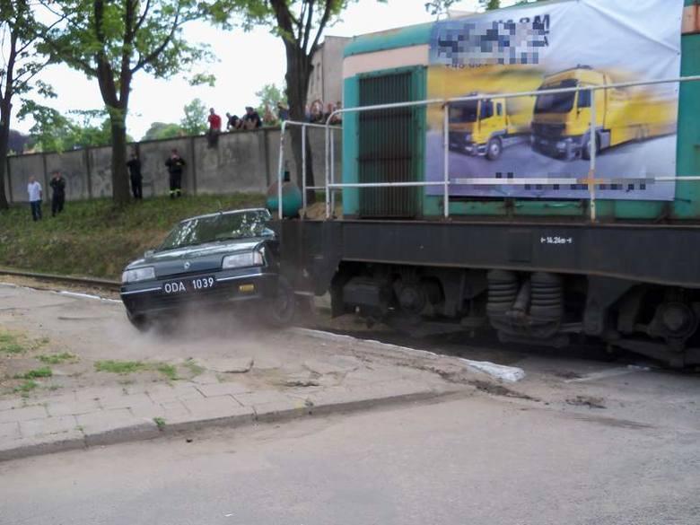Pociąg zderzył się z samochodem w Głuchołazach [zdjęcia]