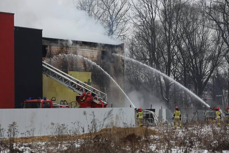 Pożar archiwum miejskiego w Krakowie trwa już od soboty 6 lutego
