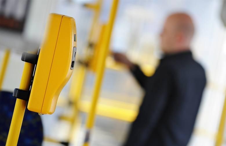Z wrocławskich autobusów i tramwajów znikną tradycyjne kasowniki, na przystankach pojawi się więcej biletomatów, a bilet miesięczny będzie można zakodować