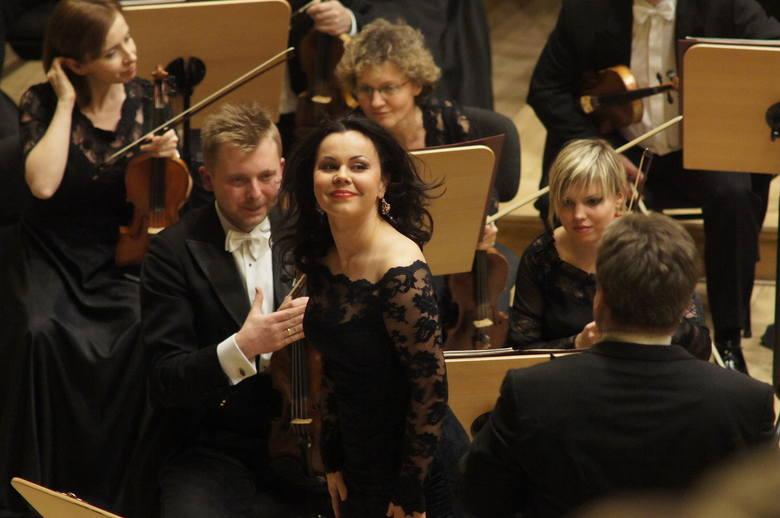 Aleksandra Kurzak z koncertmistrzem Filharmonii Poznańskiej Marcinem Suszyckim