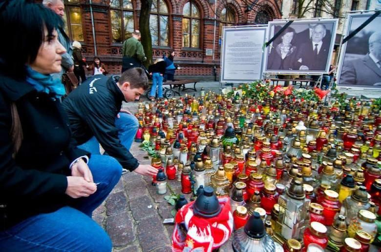 Sobota 10 kwietnia 2010 roku była inna niż wszystkie. Informacje o tym, że w katastrofie lotniczej pod Smoleńskiem zginęło  96 osób – 88 pasażerów i