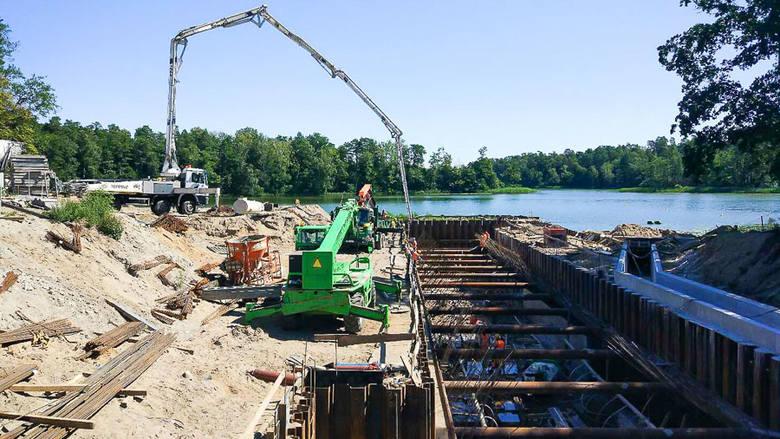 Ruciane-Nida: Kończy się budowa śluzy Guzianka II. Żeglarze czekają z upragnieniem na ukończenie inwestycji (zdjęcia)