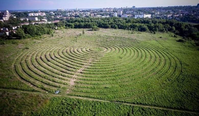 Land art Jarosława Koziary na górkach czechowskich