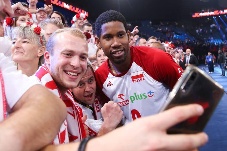 Polscy kibice nie zawiedli w ostatni weekend mistrzostw Europy. W meczu o trzecie miejsce z drużyną narodową Francji (3:0 dla Polski) znów byli ogromnym