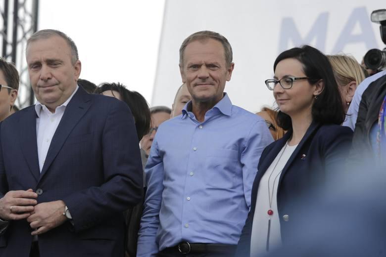 """Marsz """"Polska w Europie"""". Donald Tusk wsparł Koalicję Europejską. """"Idźcie do zwycięstwa!"""""""