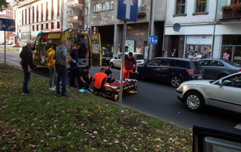 Dzisiaj (środa 11.09), kilka minut po godz. 18., kierujący osobowym VW mężczyzna, potrącił młodą dziewczynę na przejściu dla pieszych, na ul. Jagiełły.