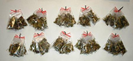 Przy zatrzymanych znaleziono 30 gramów marihuany.