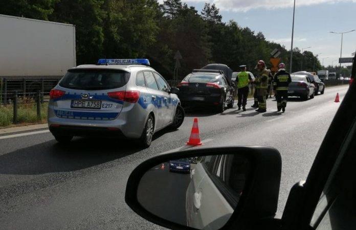O kolizji poinformowali nas Czytelnicy. Do zderzenia samochodów doszło w piątek, 28 czerwca, na pasach w kierunku ronda Rady Europy.Po godz. 8.00 na