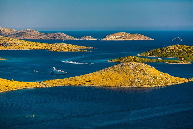 Park Krajobrazowy Telašćica to jedno z najcudowniejszych miejsc nad Adriatykiem. Odnajdziemy tutaj nie tylko urocze zakątki i piękne plaże, ale także słone jezioro Mir