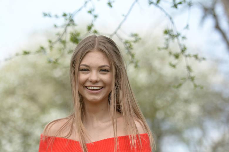 Julia Kulpińska to kandydatka do korony z numerem 11. Ma 18 lat. Jest uczennicą drugiej klasy liceum w Zespole Szkół nr 2 w Kozienicach, skąd pochodzi.