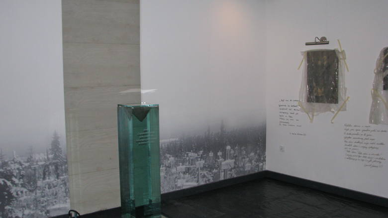 Tutaj stanie urna z ziemią przywiezioną z Zagłębia Donieckiego. Na ścianie będzie wyświetlana projekcja