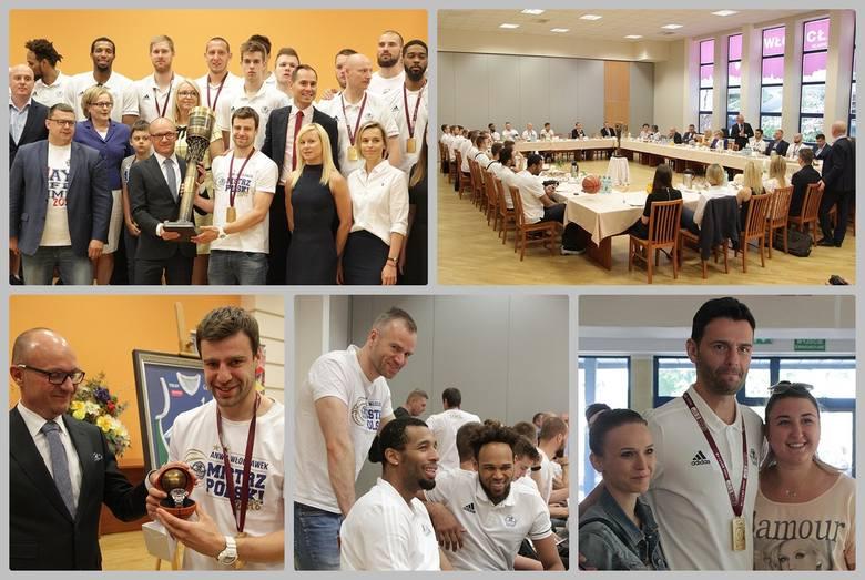 W środę mistrzowie Polski, koszykarze Anwilu Włocławek, podejmowani byli na śniadaniu przez prezydenta. Podziękowania ze strony Marka Wojtkowskiego otrzymali
