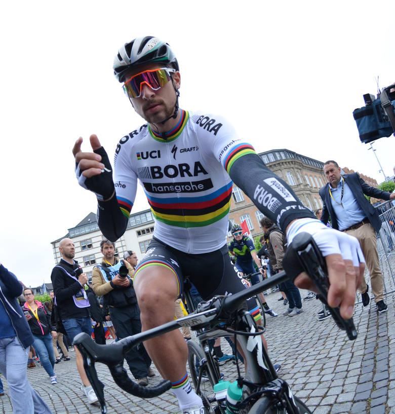 Tour de France: Sagan nokautuje Cavendisha łokciem, a Démare uszczęśliwia Francję
