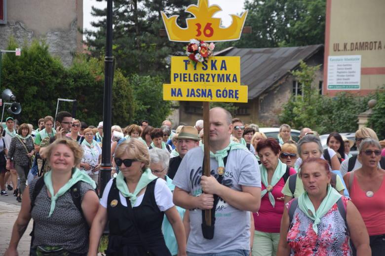 XXXVI Tyska Pielgrzymka Piesza na Jasną Górę. Wyjście z kościoła św. Marii Magdaleny w Tychach
