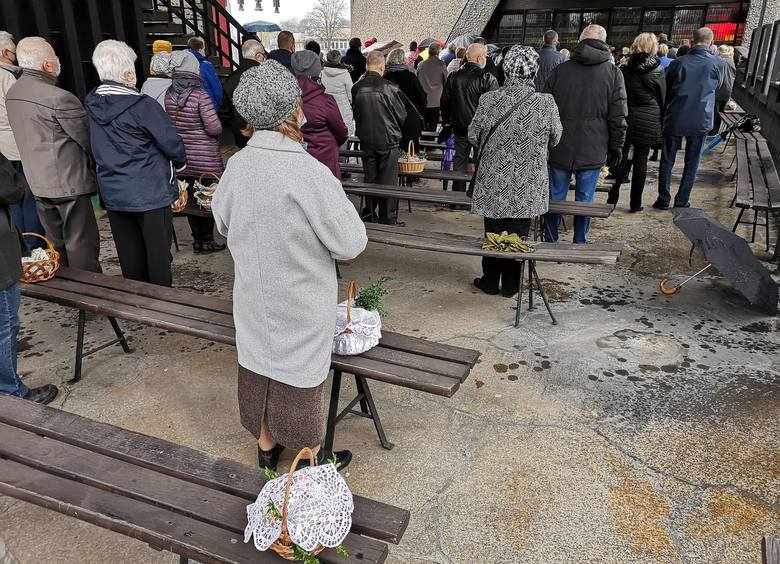 Święcenie pokarmów w krakowskich kościołach w Wielką Sobotę