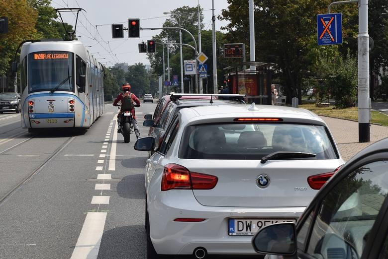 W sobotę zapowiedziany przez miasto buspas na ulicy Grabiszyńskiej był już wymalowany na jezdni. Choć oficjalnie jeszcze nie funkcjonował, to mało który
