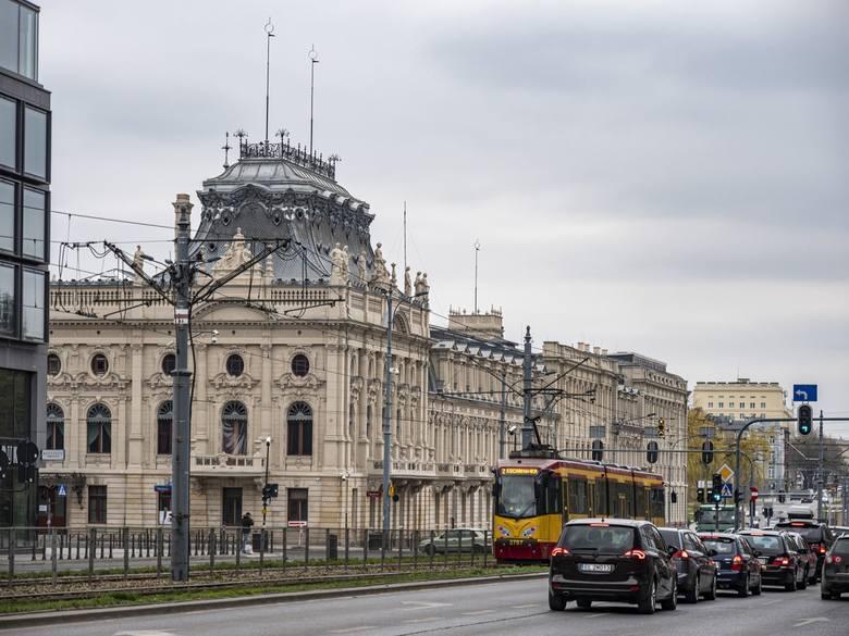 Zakres remontu, którego koszt wyniósł 40 mln zł,  był olbrzymi. Objął m.in.: naprawę elewacji, remont balkonów, konserwację gzymsów, sztukaterii, balustrad,