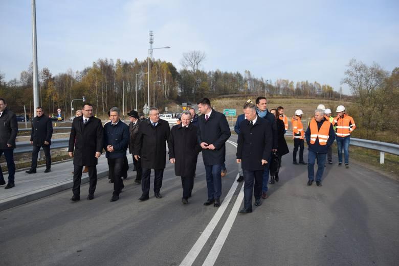Otwarto nowy wiadukt kolejowy w gminie Krzeszowice z udziałem ministra. Samochody jadą nad torami [ZDJĘCIA]
