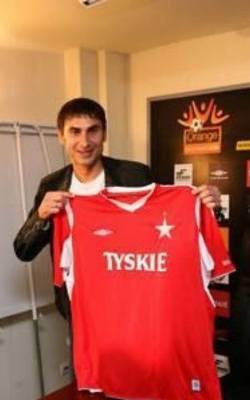 Pierwszy w tym gronie zawodnik, który bronił barw obu klubów tylko w XXI wieku, a w dodatku pierwszy taki obcokrajowiec! Serb zdecydowanie lepiej wspominać