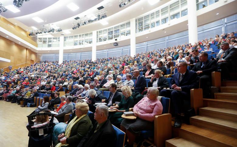 Przez dwa dni w G2A Arena w Jasionce trwał kongres świadków Jehowy.  Ważnym punktem spotkania był chrzest.ZOBACZ TEŻ: Kongres Świadków Jehowy we Wro
