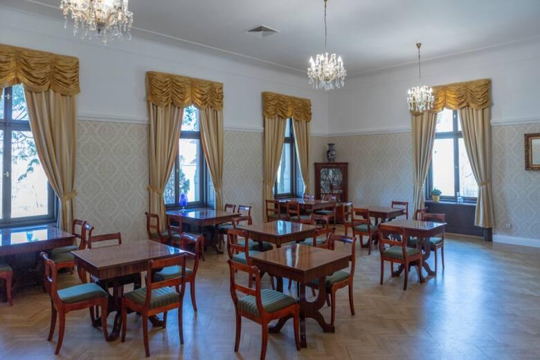 Uniwersytet Gdański ogłosił przetarg na sprzedaż działki w Leźnie, w skład której wchodzi zabytkowy, osiemnastowieczny pałac. Cena wywoławcza to 16 mln