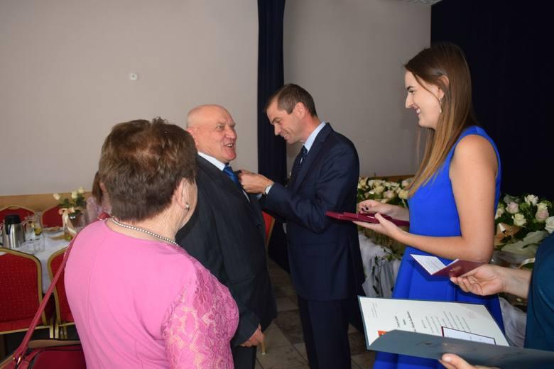 To była wyjątkowa uroczystość. Dziesięć małżeństw z gminy Dobrzyń nad Wisłą obchodziło Złote Gody. Uroczystość z okazji długoletniego pożycia małżeńskiego