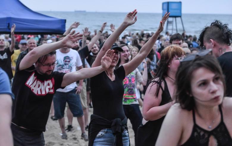 Największy, plenerowy, niebiletowany festiwal polskiej muzyki niezależnej na Wybrzeżu stał się już jedną z bardziej rozpoznawanych  imprez tego typu