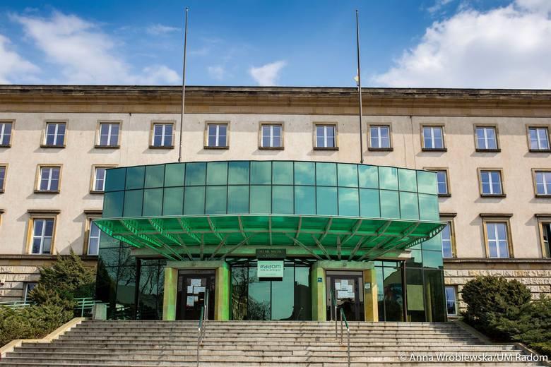 27 maja 1990 roku odbyły się pierwsze wybory do samorządu terytorialnego w Polsce, po 40 latach przerwy. W Radomiu wybieraliśmy Radę Miejską, która następnie