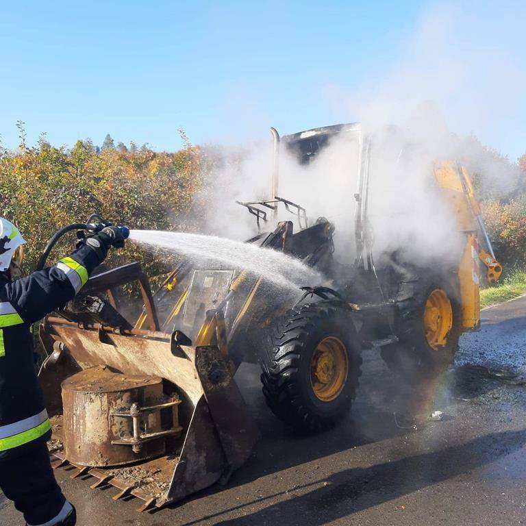 W środę w miejscowości Zarzecze w powiecie przeworskim doszło do pożaru koparko-ładowarki. W działaniach brał udział jeden zastęp z PSP Przeworsk oraz