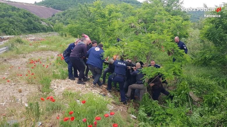 Polscy policjanci, m.in. sierż. szt. Łukasz Gawlik z Bochni i asp.  Jacek Sieńko z Myślenic, jako pierwsi dotarli do rannego mężczyzny i udzielili mu