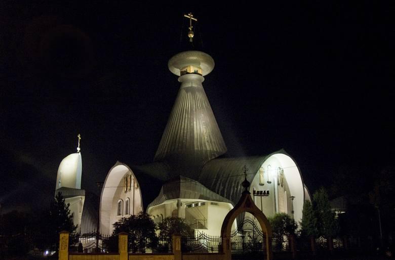 Sobór Świętej Trójcy w HajnówceW całym mieście czuć powiew wschodu, a podkreśleniem jest dostojna cerkiew. Dodaje ona całemu miastu mistycyzmu i podkreśla