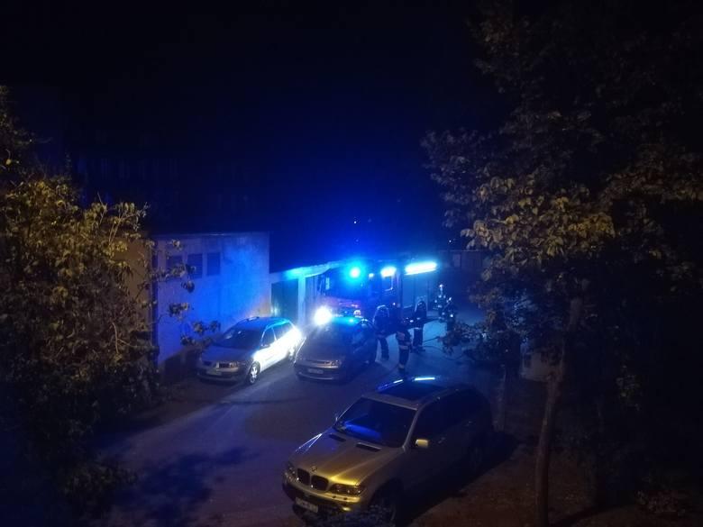 Do groźnego pożaru doszło w nocy z czwartku na piątek (z 29 na 30 sierpnia) na największym kostrzyńskim osiedlu w centrum miasta. Płonął śmietnik z makulaturą.